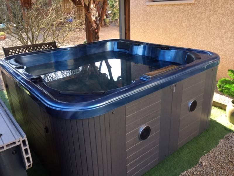 Se faire installer un spa pour 6 personnes avec 2 places allong es montpellier magasin de - Piscine spa montpellier ...